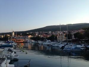 Der Hafen von Selce im Sonnenaufgang.
